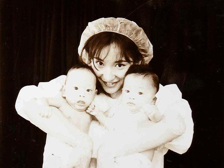 神戸中央市民病院小児科の研修医時代に、NICUで担当した600gの超未熟児のツインベビーたち。こんなに大きくなりました。