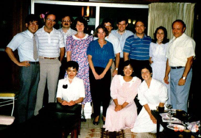 1986~89年バンダービルト大学留学中。サンフォード・クランツ研究室の先生宅でのパーティーにて。(一番左が澤田氏、一番右がクランツ氏)