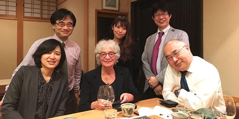 2018年EurocordのGluckman先生を京都にお招きしたときの会食。一番右が髙折教授。左から2人目が諫田氏。