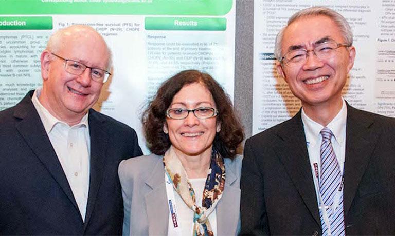 Co-Chairpersonを務めたT-Cell Lymphoma Forum (TCLF) のボードメンバーのFoss 氏(中央)、O'Connor氏(左)と(2016年 第9回TCLFにて)