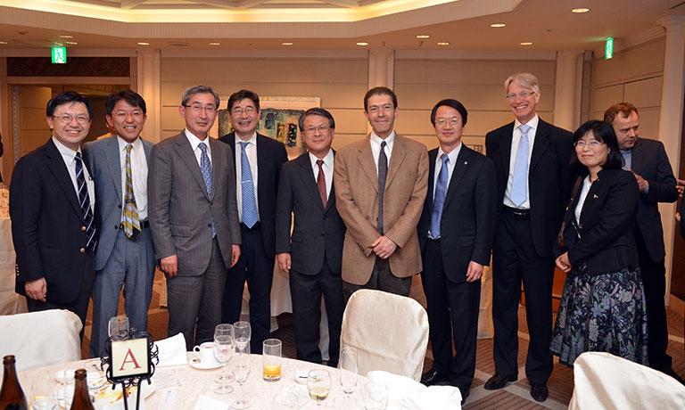 2014年5月 第5回JSH国際シンポジウム(大西一功会長、浜松)にて。ASHのJ Cortes先生、 EHAのU Jäger先生らと。右から4人目が金倉氏。